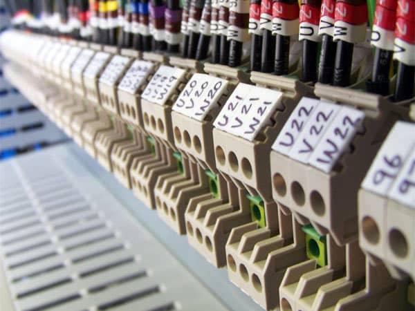 Installazione-impianti-elettrici-industriali-modena